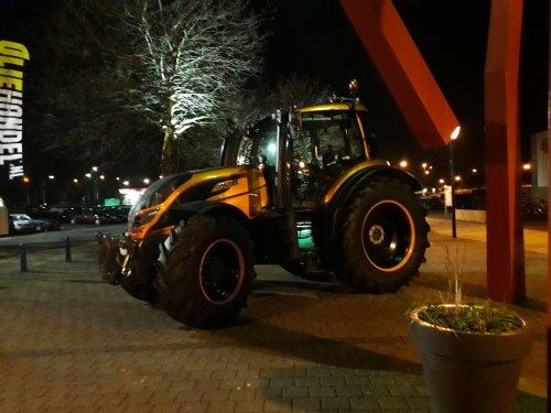 Valtra T-Serie special edition. Geen idee welk type het zo is.. Geplaatst door Rickhn op 11-02-2019 om 10:05:31, op TractorFan.nl - de nummer 1 tractor foto website.
