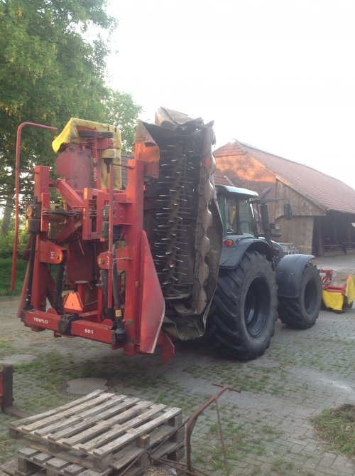 Valtra T171 van chris_farmer25