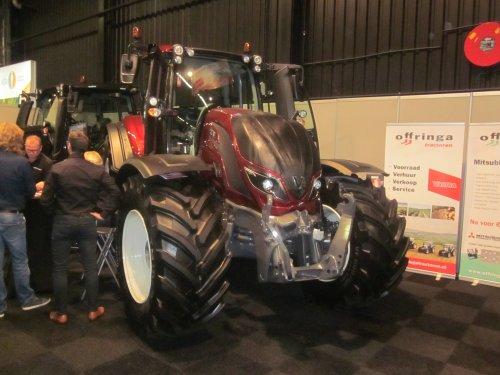 Foto van een Valtra Onbekend. Geplaatst door jordi 1455 op 08-11-2019 om 19:13:03, op TractorFan.nl - de nummer 1 tractor foto website.