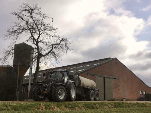 Foto van een Valtra T174 hopelijk de laatste keer omgepompt 🤷🏻♂️💩. Geplaatst door deutz dx 470 op 19-01-2020 om 12:23:08, op TractorFan.nl - de nummer 1 tractor foto website.
