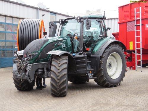 Foto van een Valtra T174  , 15-02-2020 open dagen bij Agravis Meppen dld. Geplaatst door oldtimergek op 16-02-2020 om 10:39:41, op TractorFan.nl - de nummer 1 tractor foto website.