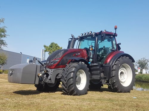 Foto van een Valtra T194. Geplaatst door collin ihfan op 16-02-2020 om 13:32:01, op TractorFan.nl - de nummer 1 tractor foto website.
