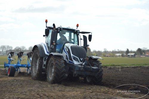Foto van een Valtra T234. Geplaatst door rolandfotografie op 29-03-2020 om 14:24:24, op TractorFan.nl - de nummer 1 tractor foto website.
