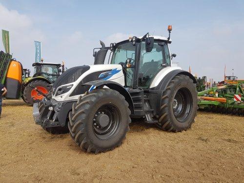 Foto van een Valtra T234. Geplaatst door collin ihfan op 09-04-2020 om 22:50:28, op TractorFan.nl - de nummer 1 tractor foto website.