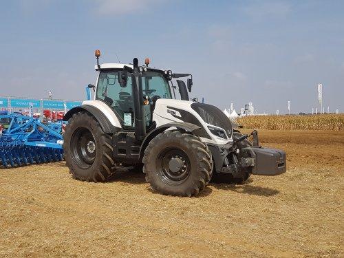 Foto van een Valtra T194. Geplaatst door collin ihfan op 09-04-2020 om 22:50:29, op TractorFan.nl - de nummer 1 tractor foto website.
