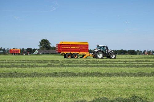 Op deze foto is Melkveebedrijf Mts Boer (warffum) × actief met een Valtra T174.. Geplaatst door eelko op 14-07-2020 om 06:28:58, op TractorFan.nl - de nummer 1 tractor foto website.