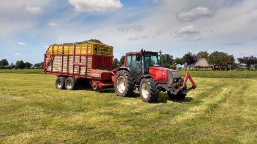 Valtra 6400 met pottinger europrofi gras weer aan de kuil gereden.. Geplaatst door appievaltra op 04-08-2020 om 20:22:35, op TractorFan.nl - de nummer 1 tractor foto website.