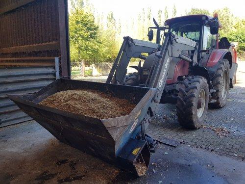 Foto van een Valtra C100 met AP voerdoseerbak en Kuhn Primor 2060M.. Geplaatst door Valtra-fan Teun op 26-09-2020 om 19:23:43, op TractorFan.nl - de nummer 1 tractor foto website.