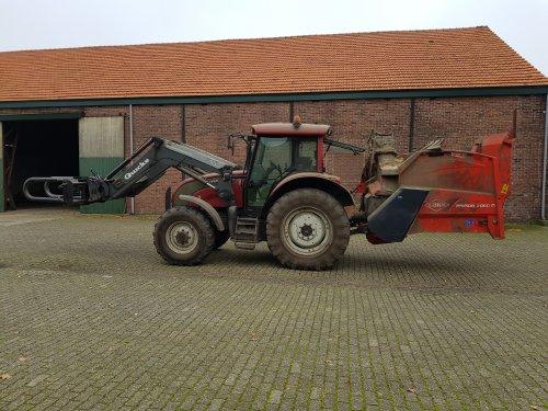 Foto van een Valtra C100 met Kuhn Primor 2060M en Quicke balenklem.. Geplaatst door Valtra-fan Teun op 29-11-2020 om 14:57:57, op TractorFan.nl - de nummer 1 tractor foto website.