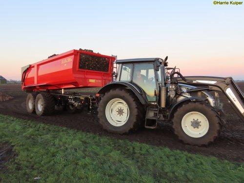 Foto van een Valtra N143 aan het bieten rijden op 5 dec 2020. Geplaatst door oldtimergek op 07-12-2020 om 11:09:42, op TractorFan.nl - de nummer 1 tractor foto website.