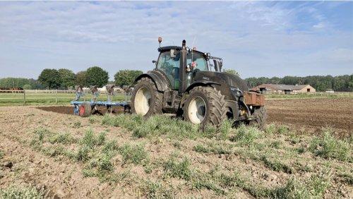 Foto van een Valtra T154. Geplaatst door deutz dx 470 op 26-06-2021 om 19:58:17, op TractorFan.nl - de nummer 1 tractor foto website.