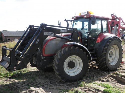 Valtra T140 van JD BORN 2 FARM