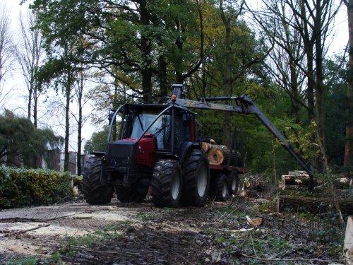 Valtra 6650 van A Hartman Boomverzorging.. Geplaatst door janrus op 03-12-2012 om 19:31:03, met 7 reacties.