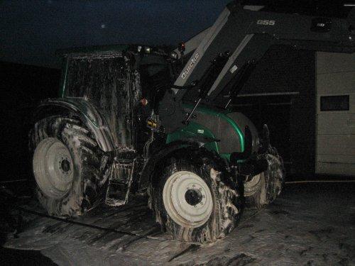 Foto van een Valtra N121.. Geplaatst door kuuuper op 28-12-2012 om 21:09:43, met 3 reacties.