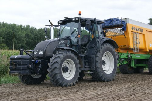 Foto van een Valtra N141.. Geplaatst door collin ihfan op 30-09-2015 om 20:43:39, op TractorFan.nl - de nummer 1 tractor foto website.
