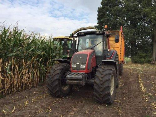 Thuis hakselen voor 't maisproject. Geplaatst door BradBoschker op 11-11-2016 om 19:42:22, op TractorFan.nl - de nummer 1 tractor foto website.