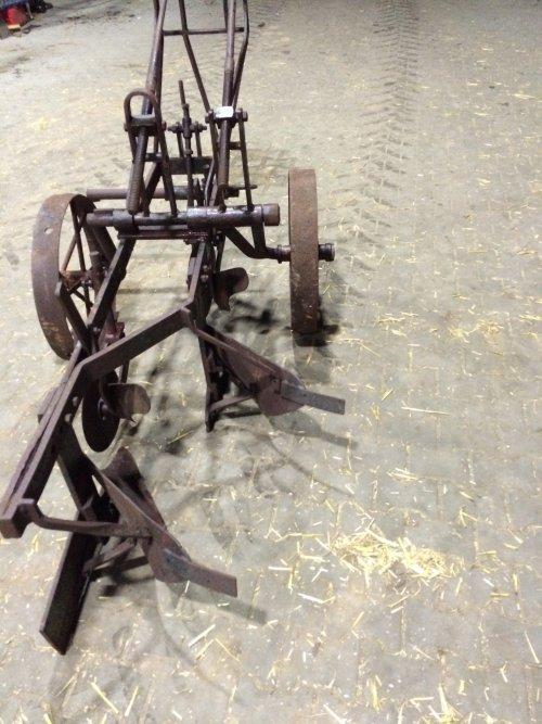 Foto van een Ploeg onbekend/overig wie weet wat over zo'n ploeg. Eigenbouw?. Geplaatst door Interford op 05-01-2019 om 17:55:27, op TractorFan.nl - de nummer 1 tractor foto website.