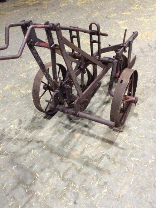Foto van een Ploeg onbekend/overig wie weet wat over zo'n ploeg. Eigenbouw?. Geplaatst door Interford op 05-01-2019 om 17:55:29, op TractorFan.nl - de nummer 1 tractor foto website.