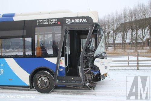 Kijk, daar heb je Arriva (Heerenveen) × met een VDL Citea, opgebouwd voor personenvervoer.. Geplaatst door Alex Miedema op 24-01-2019 om 11:47:00, op TractorFan.nl - de nummer 1 tractor foto website.