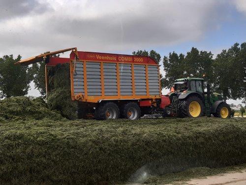 Foto van een Veenhuis Combi 2000. Geplaatst door deutz110 op 06-01-2020 om 23:40:14, op TractorFan.nl - de nummer 1 tractor foto website.