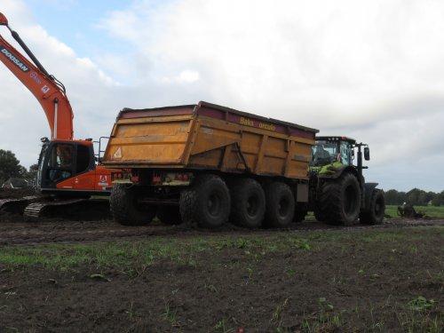 Foto van een Veenhuis Dumper. Geplaatst door Loonwerker uut twente 2 op 12-10-2020 om 21:09:17, op TractorFan.nl - de nummer 1 tractor foto website.