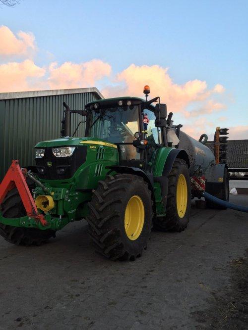 Combi 2 van het mestrijden afgelopen week. Geplaatst door van-engelenhoven op 27-02-2021 om 21:40:34, op TractorFan.nl - de nummer 1 tractor foto website.