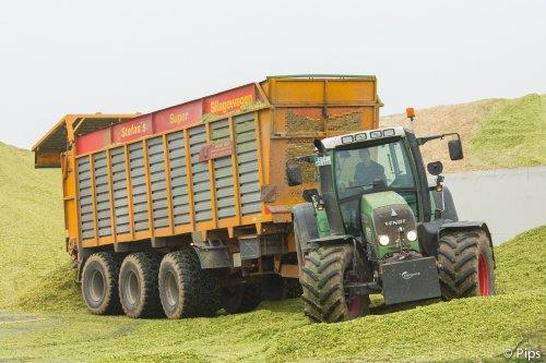 Stefan met zijn super silagewagen vorig jaar IN de maïs...... Geplaatst door pips op 21-09-2015 om 15:42:33, met 4 reacties.