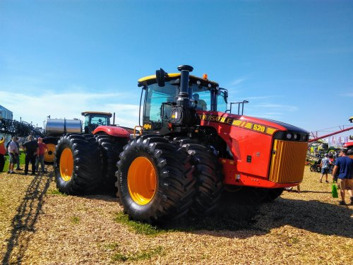 Foto van een Versatile 520  Farm Progress show . 2019. Geplaatst door David Bakker op 11-09-2019 om 10:01:04, op TractorFan.nl - de nummer 1 tractor foto website.