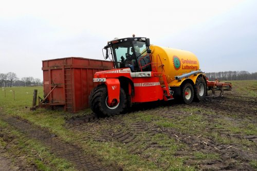 Tankje vullen tijdens het bouwland bemesten  https://youtu.be/8-5b4y9qqBI. Geplaatst door pekkerietfan op 16-04-2018 om 20:38:20, op TractorFan.nl - de nummer 1 tractor foto website.