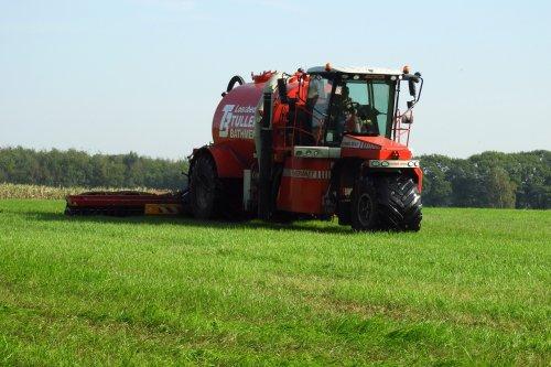 Zodebemesten door Tuller Bathmen. Geplaatst door pekkerietfan op 13-09-2018 om 22:44:33, op TractorFan.nl - de nummer 1 tractor foto website.