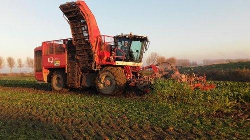 Foto van een Vervaet Bietenrooier. Geplaatst door manus op 04-12-2019 om 12:32:30, op TractorFan.nl - de nummer 1 tractor foto website.