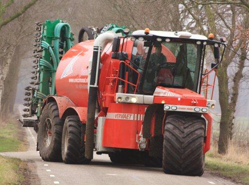 Unicom Oost met hun nieuwe Vervaet Hydro Trike XL met een Samson 12 meter Zodebemester. Hij was aan het bemesten in de omgeving van Heeten (OV).   Morgen avond meer op: http://www.jtnfotografie.nl