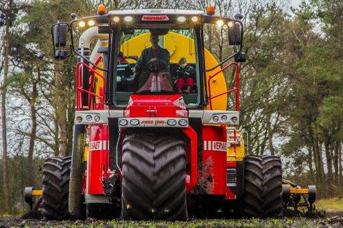 De eerste dag van mest seizoen van 2014 ging loonbedrijf Houbraken uit Bergeijk met de nieuwe Vervaet Hydro Trike XL aan de slag op bouwland.