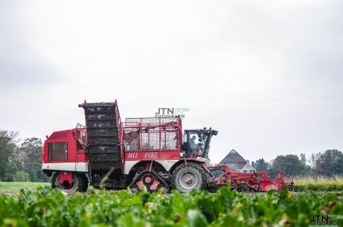 Hopmans Wieringerwerf in de bieten met hun Verveat Beet Eater 625, die op 1 as aangedreven word door Zuidberg rupsen. Morgen meer op : http://www.jtnfotografie.nl