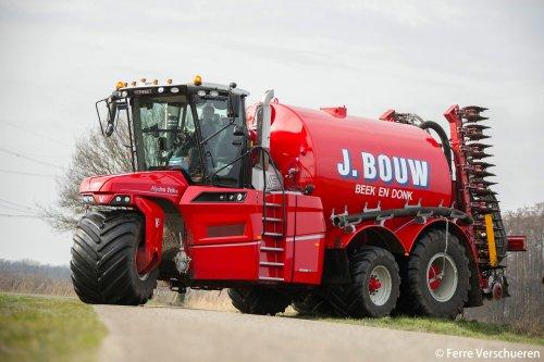 Zo die kan weer reichting put! Loonbedrijf J. Bouw met hun nieuwe Vervaet Hydro Trike XL. (2016). Geplaatst door FerreV op 23-02-2016 om 14:50:56, op TractorFan.nl - de nummer 1 tractor foto website.