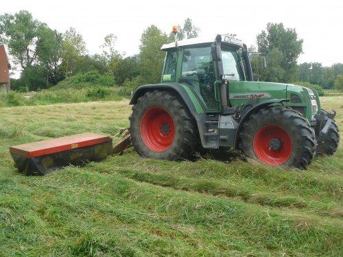Foto van een Vicon Grasmaaier, bezig met gras maaien.. Geplaatst door fendt-714 op 22-03-2013 om 18:47:05, op TractorFan.nl - de nummer 1 tractor foto website.