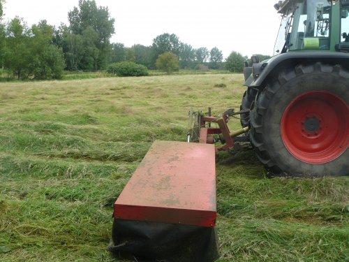 Foto van een Vicon Grasmaaier, bezig met gras maaien.. Geplaatst door fendt-714 op 22-03-2013 om 18:47:17, op TractorFan.nl - de nummer 1 tractor foto website.