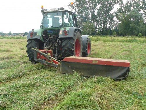 Foto van een Vicon Grasmaaier, bezig met gras maaien.. Geplaatst door fendt-714 op 22-03-2013 om 18:47:35, met 3 reacties.