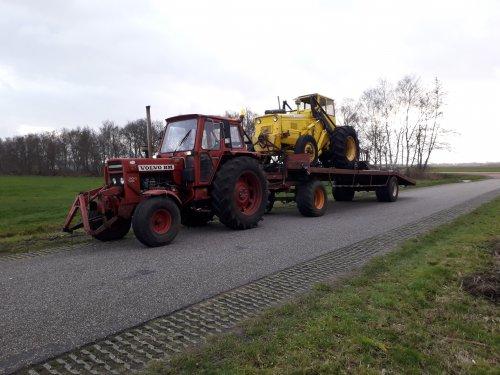 Foto van een Volvo BM 700.  Met een Volvo bm lm 620 op transport. Geplaatst door ewout op 15-02-2020 om 22:23:19, met 7 reacties.