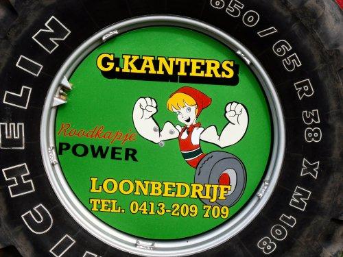 Foto van een Volvo BM Humor, bezig met poseren. Roodkapje Power!!. Geplaatst door DennisVanDerSteen op 19-09-2010 om 17:51:53, op TractorFan.nl - de nummer 1 tractor foto website.