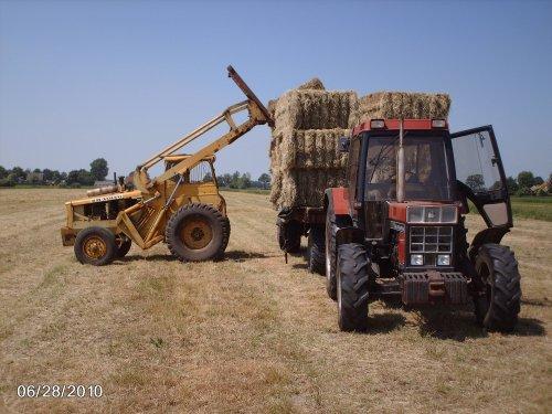 Foto van een Volvo BM lm 620 die aan het hooi laden is.. Geplaatst door ewout op 14-02-2013 om 20:49:30, met 4 reacties.