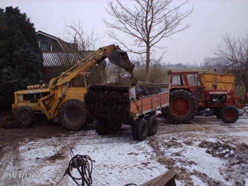 Foto van een Volvo BM lm 620 die mest aan het laden is.. Geplaatst door ewout op 14-02-2013 om 20:56:35, met 8 reacties.