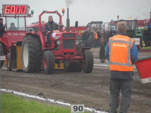 Foto van een Volvo BM 800, bezig met trekkertrekken.. Geplaatst door auke506 op 03-06-2013 om 11:31:36, op TractorFan.nl - de nummer 1 tractor foto website.
