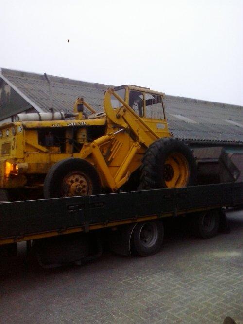 Foto van een Volvo BM LM 620, Daar gaat onze brave shovel dan naar de volgende eigenaar. Geplaatst door mts mulder op 12-02-2014 om 19:13:16, met 3 reacties.