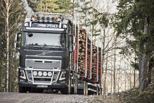 Persfoto van een Volvo FH16 Euro 6. Zie ook het persbericht op http://alexmiedema.nl/2014/04/01/verkoop-volvo-fh16-euro-6-gestart/