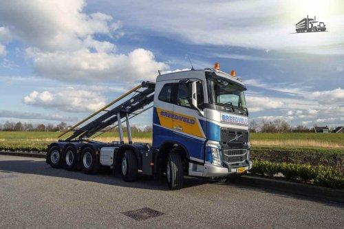 Kijk, daar heb je Breedveld Garage en Transport met een Volvo FH 4th gen, opgebouwd voor containertransport. Foto door Marcel Kooiman