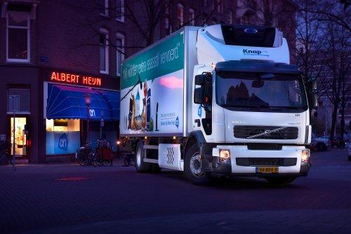 Foto van een Volvo FE 1st gen, opgebouwd voor koeltransport.. Geplaatst door Alex Miedema op 04-04-2014 om 19:27:25, op TractorFan.nl - de nummer 1 tractor foto website.