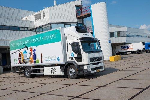 Foto van een Volvo FE 1st gen, opgebouwd voor koeltransport.. Geplaatst door Alex Miedema op 04-04-2014 om 19:27:27, op TractorFan.nl - de nummer 1 tractor foto website.