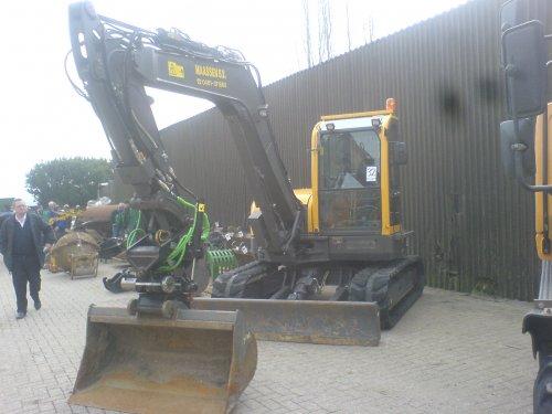 Foto van een Volvo ECR 88, Stun op veiling van loonbedrijf Maassen in Elst.. Geplaatst door HaraldCASE-IHfan op 18-03-2008 om 16:59:44, met 7 reacties.