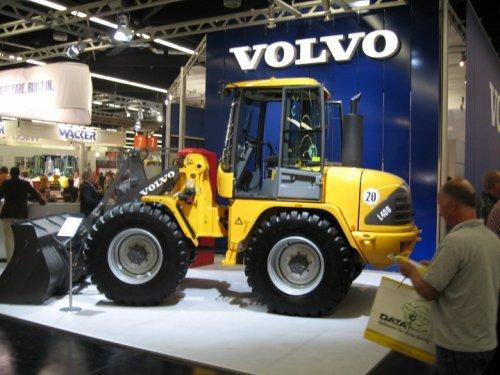 Foto van een Volvo L40B. Geplaatst door buttonfreak op 04-01-2017 om 22:32:09, op TractorFan.nl - de nummer 1 tractor foto website.